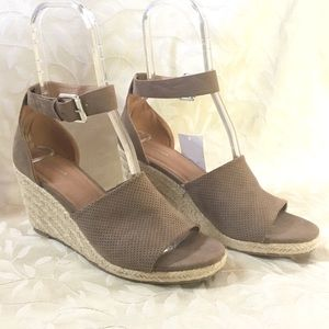 🆕 Attention Wedge Heels Tan Espadrilles New